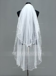 [US$ 21.99] Two-tier Fingertip Bridal Veils With Scalloped Edge