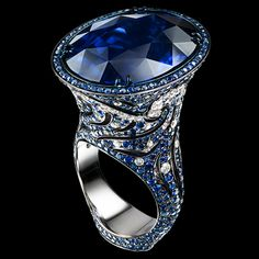 18K white gold   1 oval sapphire 32,19 ct   189 diamonds 1,13 ct   599 sapphires 4,25 ct