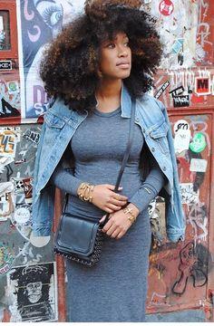 Maravilhosidade do dia  #gtips #inspiração #lookdodia #jeans #blackpower #queriaessecabelo #hair #style #streetstyle #love