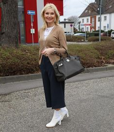 Mix and Match - meine Lieblingsstyles - 6 Outfits Modest Fashion, Fashion Outfits, Womens Fashion, Woman Outfits, Fashion Clothes, Grace Kelly, Pretty Outfits, Stylish Outfits, New Fashion Trends