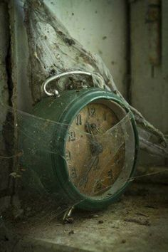 Evidence of time and abandonment. As time goes on things are forgotten and left behind, evidence of this is left everywhere whether it be a rusty object or an abandoned house. Spiderweb, old clock. Old Buildings, Abandoned Buildings, Abandoned Places, Whats Wallpaper, Abandoned Mansions, Back To Nature, Belle Photo, Old Houses, Creepy