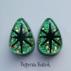 Green Confetti lucite earrings with black by desperatebeatnik