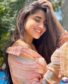 Beautiful Girl Photo, Cute Girl Photo, Beautiful Girl Indian, Teen Photo, Beautiful Eyes, Stylish Girls Photos, Stylish Girl Pic, Teenage Girl Photography, Portrait Photography Poses