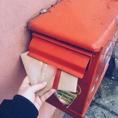 """Ostatnia partia """"nieświątecznej"""" poczty już w skrzynce a od przyszłego tygodnia już tylko choineczki lampki renifery i życzenia  Takie opóźnienie mi się zdarzyło przez chorobę. A Wy wysłaliście już jakąś świąteczną pocztę czy jeszcze czekacie?  #penpalspoland #teamkorespondencja #skrzynkapocztowa #skrzynkanalisty #skrzynka #mailbox #pocztapolska #list #listy #ludzielistypiszą #ludzielistypisza #lettersarebetter #snailmail #snailmailideas #washitapes #washilover #taśmawashi"""