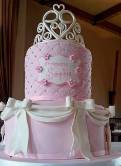 Beautiful realistic cake jewels that are completely edible. A stunning addition to cakes, cupcakes or cookies. Girly Cakes, Purple Cakes, Fancy Cakes, Cute Cakes, Pretty Cakes, Pink Purple, Hot Pink, Pink Birthday Cakes, Birthday Cake Pictures