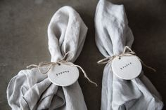 DIY bordkort i selvtørrende ler - PLACE CARDS in self-drying clay - wedding place cards - bryllupsbordkort - bordkort bryllup - wedding - wedding photographer storybook studio - sergio calero