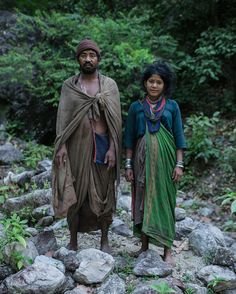 Photographer Documents the Last Hunter-Gatherer Tribe of the Himalayas - My Modern Met Himalaya, Hunter Gatherer, Tribal People, Beauty Around The World, Documentary Photographers, Period Outfit, Period Costumes, Photo Projects, Work Inspiration