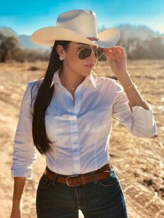 Sexy Cowgirl Outfits, Rodeo Outfits, Cowgirl Style, Western Outfits, Western Wear, Cute Outfits, Cow Girl Outfits, Cowboy Outfits For Women, Photo Mannequin