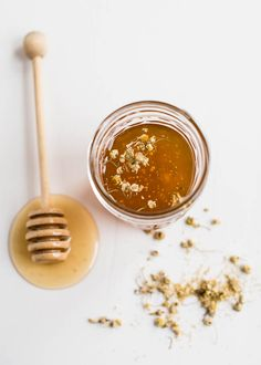 How To Make Herb + Flower Infused Honey Honey Packaging, Maila, Food Gifts, I Foods, Food Photography, Product Photography, Herbalism, Food And Drink, Food Styling