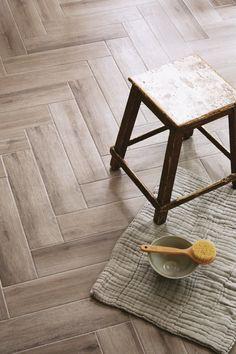 Med gulvflise St.Ives for du et gulv der ligner ægte parketgulv og samtidiger nemt at vedligeholde. Fås i staver og 5 forskellige træ nuancer