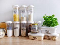 Sypkie produkty w kuchni – organizacja, przechowywanie i etykiety do druku