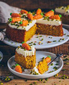Saftiger und einfacher Karottenkuchen (Möhrenkuchen, Rüblikuchen) (vegan)