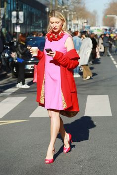 Brights in street style. Red and pink, the best colour combination in the the history of fashion.