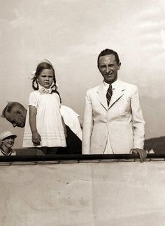 Joseph Goebbels with his daugther Helga. Later he murdered he after Hitler killed himself. How can u kill ur kids!? Unmensch!