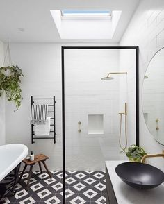 Black and white bathroom ... cant go wrong! Simple elegant easy to clean and slow to date! #bathroomenvy #clawfootbath #steelframeglass #ronnieandgeorgia #theblock2017 #9theblock