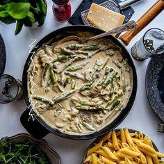 Igår lagade jag en grymt god pastasås med sparris, champinjoner och massa parmesan😍 Superkrämig och supergod❤ Recept hittar du på bloggens startsida. Gå till zeinaskitchen.se och skrolla ner lite