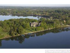 Right on the lake! And extremely close to the Twin Cities!  1400 Bracketts Point Road - Wayzata MN - LakePlace.com