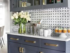 HGTV's Favorite Trends to Try in 2015 Interior Design Styles and Color Schemes for Home Decorating HGTV New Kitchen, Kitchen Dining, Kitchen Decor, Eclectic Kitchen, Kitchen Colors, Kitchen Storage, Modern Kitchen Backsplash, Backsplash Ideas, Backsplash Tile