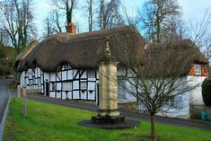 Cute thatched houses in British countryside. Thatched House, Thatched Roof, Cottages England, House Of Beauty, English House, Weird Pictures, Cottage Design, Old Buildings, Fairy Houses