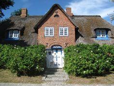 Kapitänshaus mit historischem Flair #Kampen #Sylt #Reetdach #Friesenhaus #Landhausstil #Traumhaus #Luxus #Kachelofen