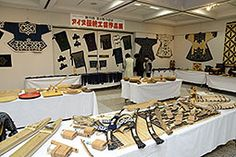 アイヌの伝統民具300点 「マキリ」や「トンコリ」展示|苫小牧民報社