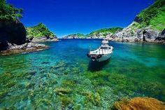 伊豆半島の先端にある「ヒリゾ浜」は、抜群の透明度を誇ります。海の中で気持ち良さそうに泳ぐ、色とりどりのお魚を鑑賞できますよ☆