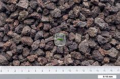 Lava split is een poreuze stollingsgesteente met een rood/bruine kleur. Deze splitsoort is ondanks dat het licht materiaal is geschikt voor grindpaden, terrassen en grind oprit Lava split geleverd in big bag | siergrindwinkel.nl