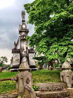 Gravesite in the Sleepy Hollow Cemetery, Sleepy Hollow, NY Photo: P Marlin