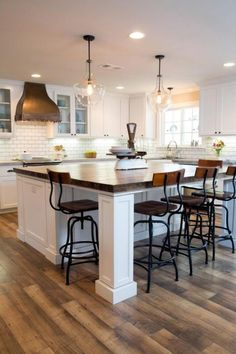 20+ Fascinating Kitchen Islands with Seating and Dining Areas