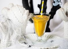 There's a chilly nip in the air today, as we approach all hallows eve. To ward off those ghosts and ghouls, coughs and sniffles, we've been making great use of the seasonal abundance of squash with this vitamin and mineral rich, raw squash smoothie. Protein Smoothie Recipes, Nutribullet Recipes, Smoothie Diet, Clean Recipes, Raw Food Recipes, Healthy Recipes, Healthy Food, Healthy Eating, Hemsley And Hemsley