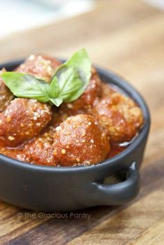 Clean Eating Slow Cooker Italian Style Meatballs 1 1/2 pounds lean, ground turkey 1 tablespoon garlic powder 1 tablespoon onion powder 1 tablespoon Italian Seasoning 1 1/2 cups clean tomato sauce 1/4 cup fresh, grated parmesan cheese