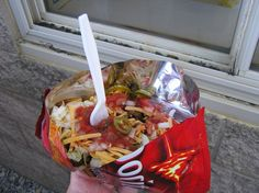 an easy taco salad in a bag. Make an easy taco salad in a bag. College Cooking, College Meals, College Food, College Life, Microwave Recipes, Cooking Recipes, Microwave Eggs, Cooking Pasta, Fun Recipes