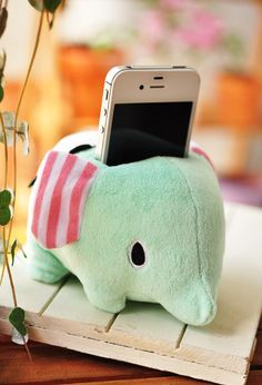 <3 cell phone holder <3 @Lauren Davison this looks like something ridiculous you would have