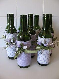 Vasinhos de flores feitos de garrafas