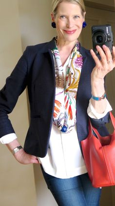 How to wear a scarf with a blazer silk scarves 34 Best ideas How To Wear Flannels, How To Wear Scarves, Scarf Knots, 60 Fashion, 1950s Fashion, Vintage Fashion, Scarf Shirt, Silk Scarves, Scarf Styles