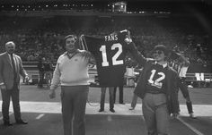 On this date: Seahawks retire No. 12 to honor fans
