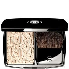 Chanel Lumiere Sculptee Highlighting Powder: This illuminating powder gently highlights skin with a sheer blend of tender pink and pearlescence. Shades of ivory and pink dusted with tone-on-tone mother-of-pearls make this palette the height of glamour and sophistication.