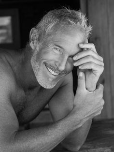Jack Guy, male model, photographer *MY! what a sexy older man Silver Foxes, Silver Man, Marie Von Ebner Eschenbach, Look Man, Men With Grey Hair, Raining Men, Mature Men, Older Men, Good Looking Men