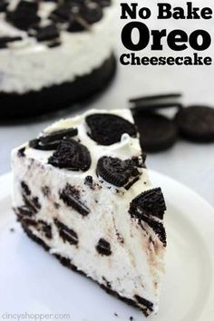 This simple No Bake Oreo Cheesecake looks and tastes like it could be on the menu of a high end restaurant. Loaded up with Oreo cookies, it will be a favorite with adults and kids. Since it requires no baking, it will make for a perfect summer cheesecake. No Bake Desserts, Easy Desserts, Delicious Desserts, Dessert Recipes, Yummy Food, Oreo Desserts, Awesome Desserts, Best No Bake Cheesecake, Oreo Cheesecake Recipes
