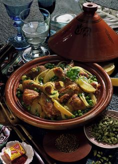 Our popular recipe for chicken tagine with peas and more than more . - Our popular recipe for Chicken Tagine with Peas and over other free recipes LECKER. Jam Recipes, Salad Recipes, Healthy Recipes, Free Recipes, Eggplant Dishes, Spinach And Cheese, Nutritious Meals, Popular Recipes, Eating Habits