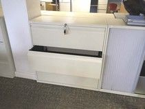 Cream 3-drawer side-filing unit