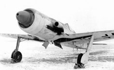 The prototype of the German high-altitude fighter Focke-Wulf at the airport Langenhagen Lower Saxony Aircraft Propeller, Ww2 Aircraft, Fighter Aircraft, Fighter Jets, Luftwaffe, Ta 152, Focke Wulf 190, The Art Of Flight, Airplane Drawing
