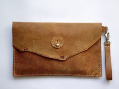 Tutoriales DIY: Bolso tipo clutch de cuero vía DaWanda.com
