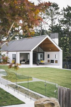 House Photos from Duncan Innes Photography .- Dave Blanchard House Photos by Duncan Innes Photography - Blanchard House Photos from Duncan Innes Photography .- Dave Blanchard House Photos by Duncan Innes Photography - The Rosem Flat Roof House Designs, Modern House Design, Porch Designs, Pergola Designs, Indoor Outdoor, Outdoor Rooms, Indoor Garden, Patio Grande, Plans Architecture