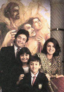 Rishi Kapoor, Neetu Singh, son Randhir Kapoor & daughter Riddhima Kapoor