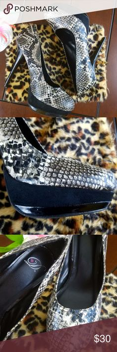 B&W Round Toe Faux Snake Print Platform Heels Size 10. Great condition, worn out twice. Well taken care of. Please refer to pics. Shoes Heels