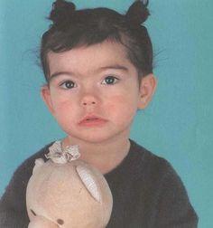 Baby Bjork. Veja também: http://semioticas1.blogspot.com.es/2011/10/noite-de-stanley-jordan.html