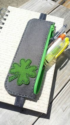 Shamrock Pen and Pencil and Bookmark Case por abcande en Etsy