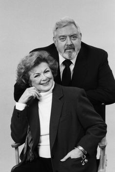 Barbara Hale as Della Stree Raymond Burr as Perry Mason