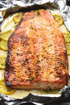 Simple and healthy baked honey lemon garlic salmon in foil is full of flavor and a breeze to make for no-fuss weeknight dinners or special occasions. Healthy and delicious can, absolutely, perfectly coexist and Baked Salmon Recipes, Fish Recipes, Seafood Recipes, Beef Recipes, Cooking Recipes, Healthy Recipes, Wild Salmon Recipe Baked, Pasta Recipes, Cake Recipes